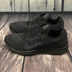 Women Nike Zoom Winflo 5 Running Shoe 7.5